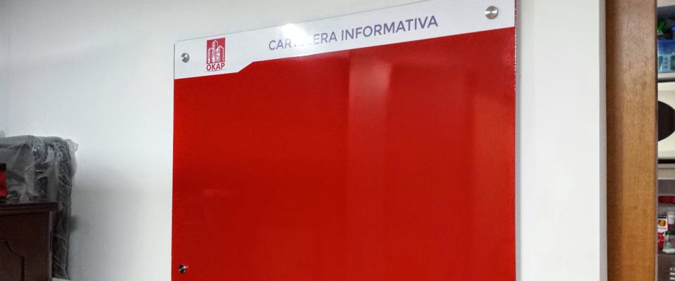 cartelera-magnetica-roja