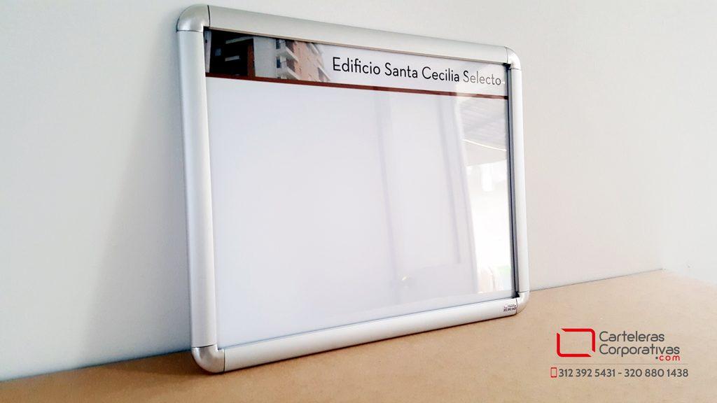 cartelera marco abatible doble carta para conjunto residencial en tunja vista lateral