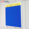 cartelera convencional clásica en paño tamaño 60x80 cms color azul embajada de españa con cenefa alumnado