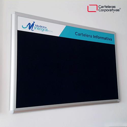 cartelera convencional tamaño 100x70 cms con paño color azul medicina integral vista lateral