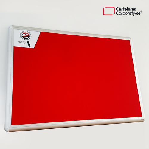 cartelera convencional en paño color rojo tamaño 120x80 cms con marco en aluminio ascenso y descenso vista lateral inferior