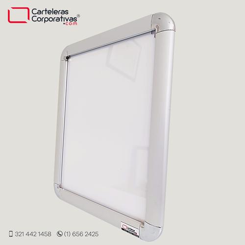cartelera marco abatible tamaño carta vista lateral fondo blanco