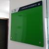 cartelera flotante magnetica 100x90 cms verde seisa vista lateral