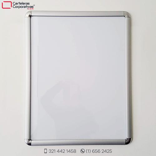 cartelera marco abatible 70x60 cms para 6 hojas carta vista frontal