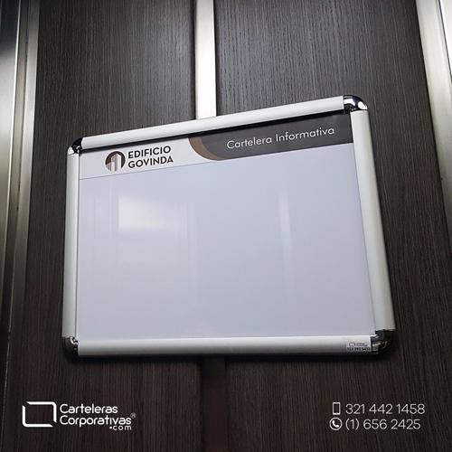 cartelera marco abatible doble carta personalizada vista lateral inferior edificio govinda
