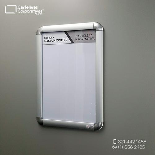 cartelera marco abatible tamaño carta personalizada vista lateral derecha edificio hasbun cortes