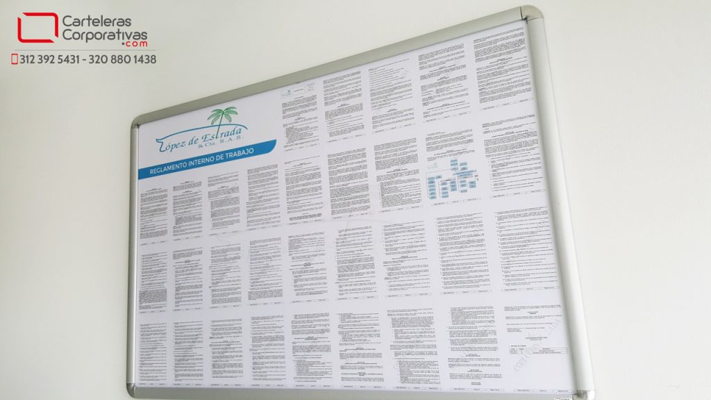 Reglamento enmarcado en marco abatible en Bucaramanga