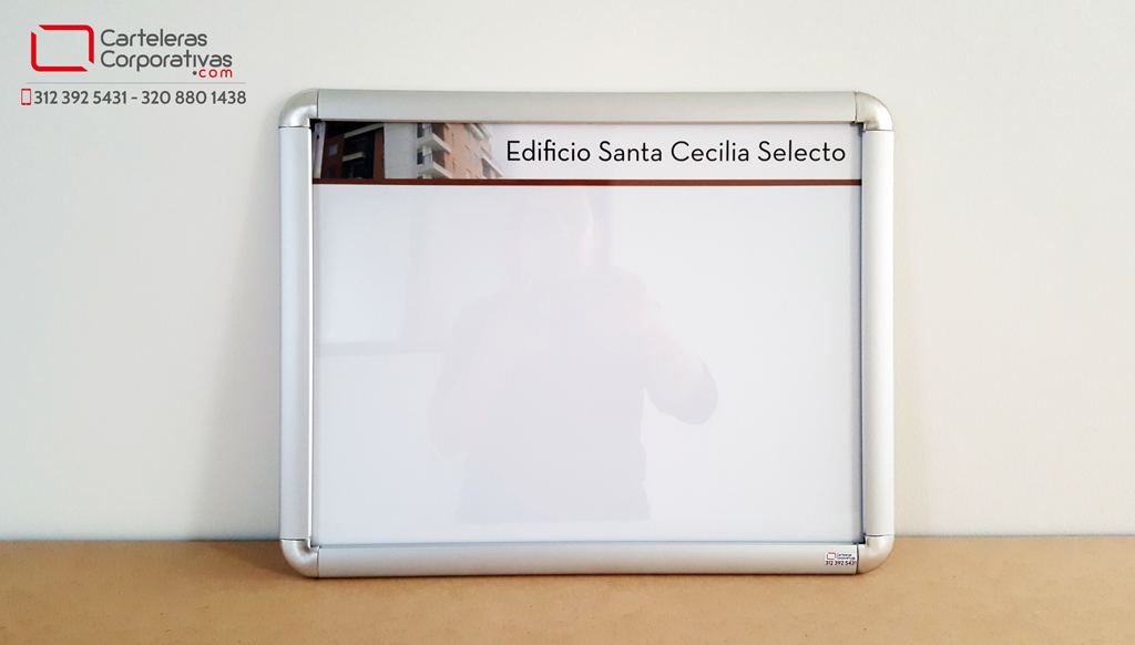 cartelera marco abatible personalizada para dos hojas vista frontal