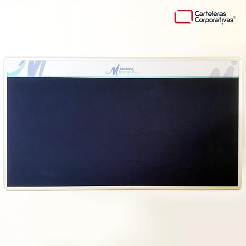 cartelera convencional en paño azul tamaño 150x100 cms marco en aluminio vista frontal cenefa medicina integral ips