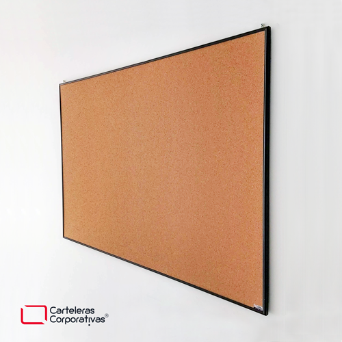 cartelera en corcho natural a la vista con marco en aluminio negro tamaño 80x60 cms vista leteral
