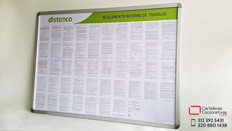 Vista lateral cartelera marco abatible para enmarcar reglamento interno de trabajo en la ciudad de Cartagena