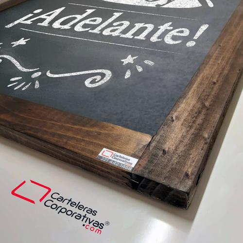 tablero para tiza de colgar marco tintilla tamaño 65x45 cms vista detalle esquina