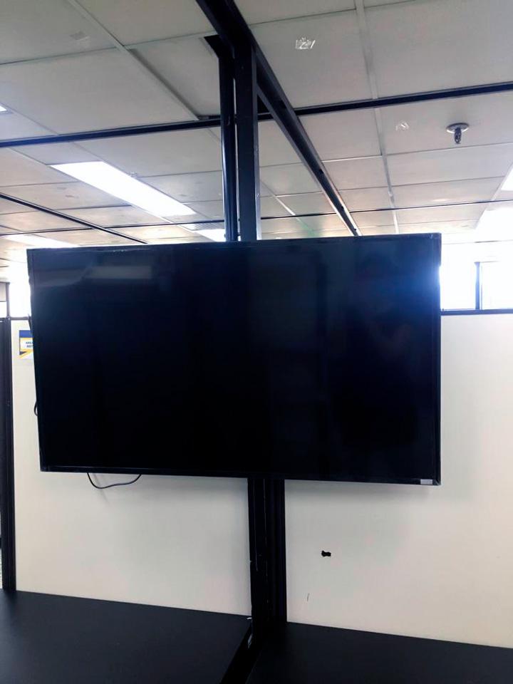 soporte para monitor industrial a techo en medellín