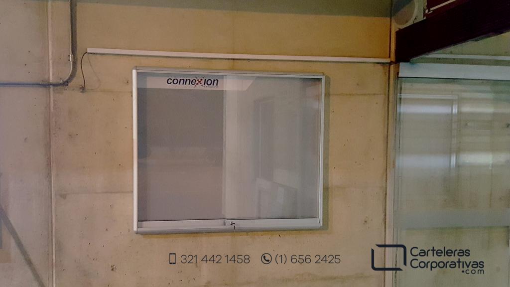 cartelera tipo vitrina para operador de transmilenio en bogotá