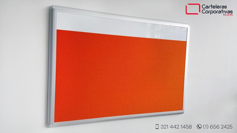 cartelera convencional en corcho forrado en paño color naranja