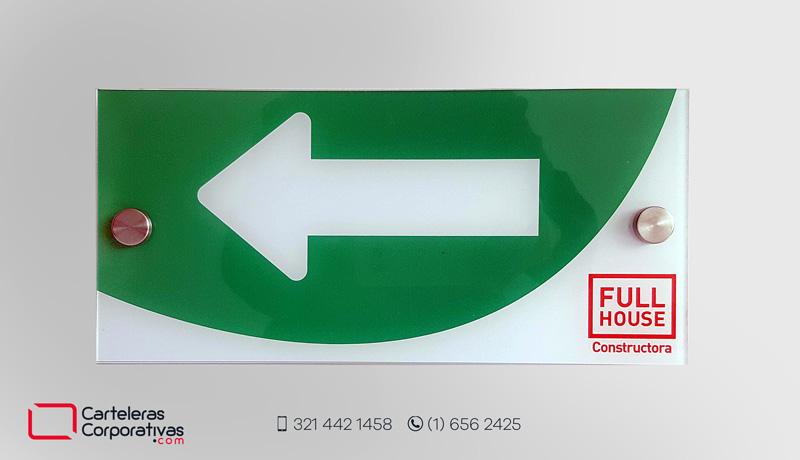 Flecha de ruta de evacuación en acrílico con dilatadores personalizada para empresa en Bogotá
