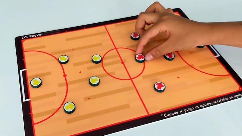 Tablero magnético táctico deportivo tipo madera vista práctica, tablero para entrenadores, tablero de fútbol con imanes, tablero de fútbol magnético, tablero de cancha completa de futbol,