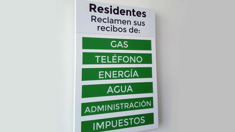 Tablero recordatorio de recibos magnético con fichas intercambiables para conjuntos residenciales y edificios de oficinas
