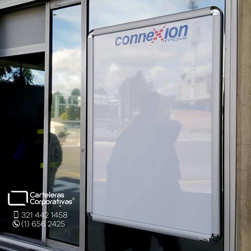cartelera marco abatible para 4 hojas carta personalizada vista lateral connexion