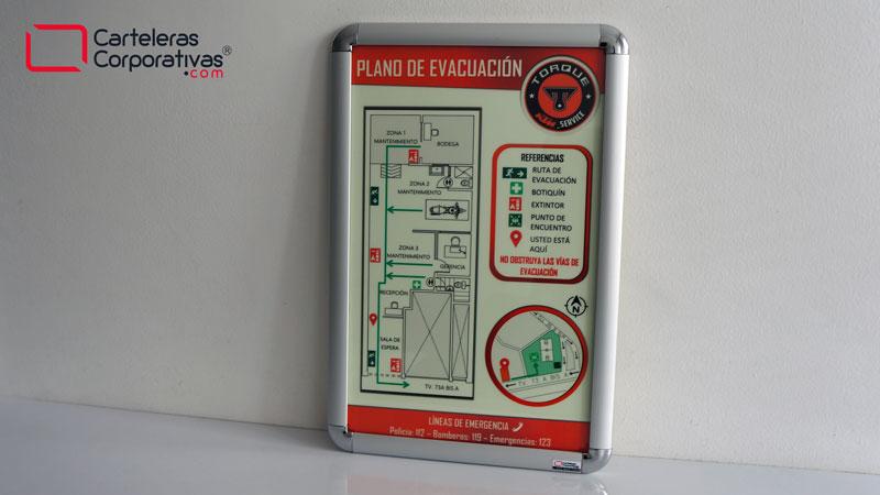 Cartelera marco abatible con plano de evacuación