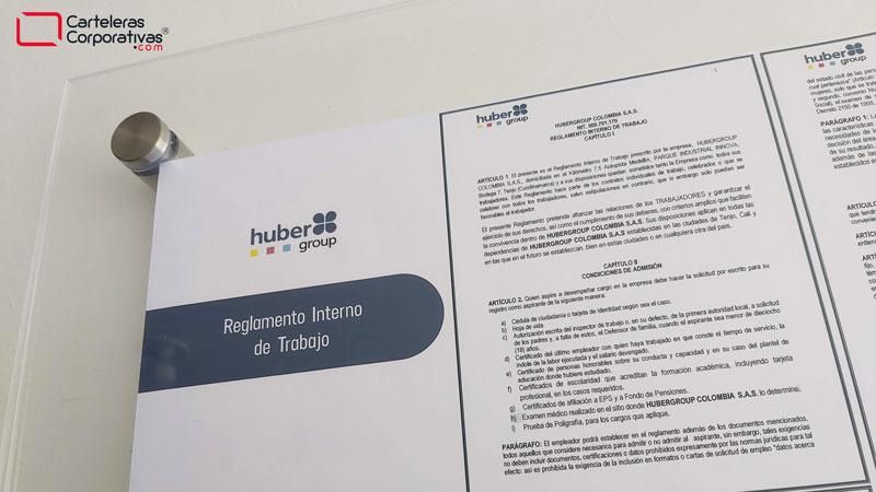 Reglamento de trabajo en cartelera doble acrílico personalizado con logotipo