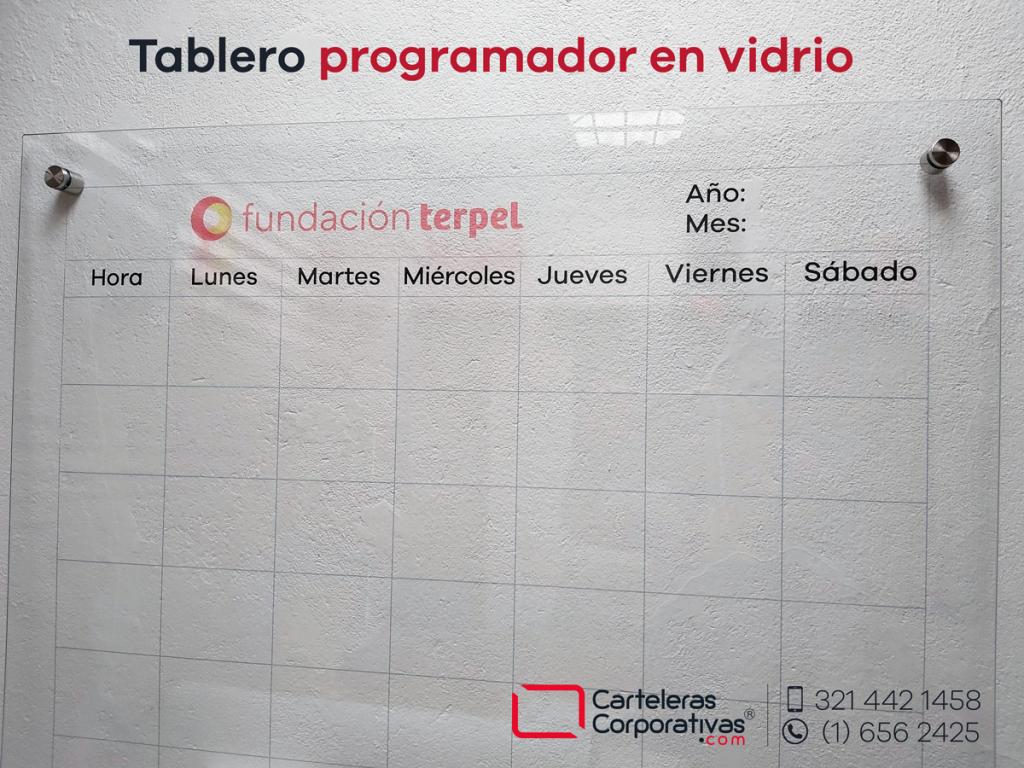 Tablero programador en vidrio personalizado con logotipo en Leticia