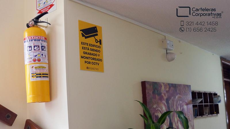 aviso en acrílico este edificio está siendo grabado y monitoreado por cctv