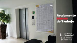 reglamento interno de trabajo en doble acrílico en recepción centro comercial en bogota vista general
