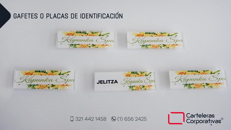 5 gafetes o placas de identificación spa con nombre y sólo logotipo